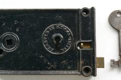 p1000806